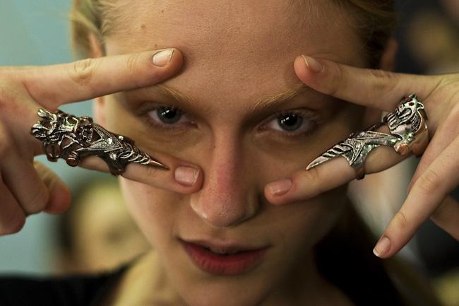 Alicia com seu anel poder. Foto: Thiago Bernardes