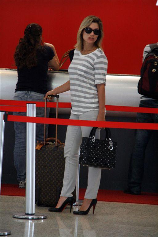 Flávia Alessandra me mata com essa bolsa Lady Dior com tachas!