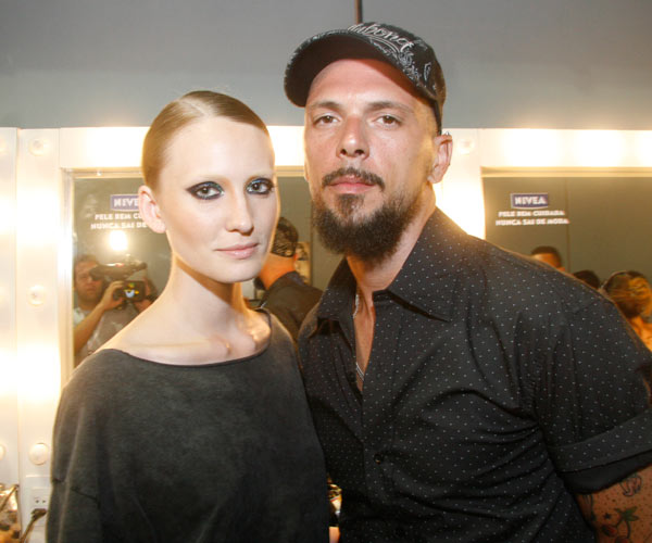 A modelo Lovane Pinnow e o maquiador Ricardo dos Anjos