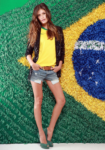 Carol Francischini mostra como torcer para o Brasil. Foto: Laílson Santos